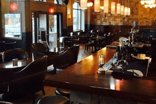 the plaza hotel kamloops bar.png