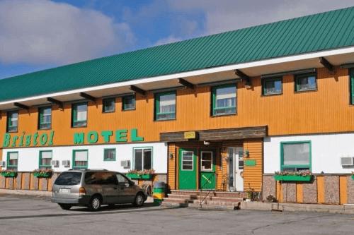 bristol motel voorkant.png