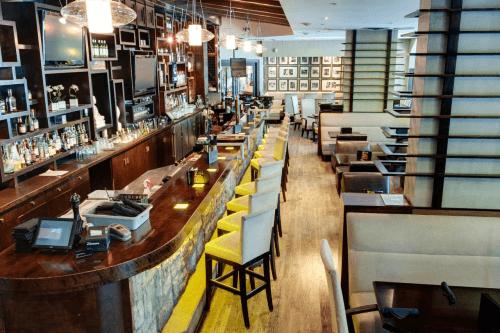 sandman hotel vancouver city centre bar.png