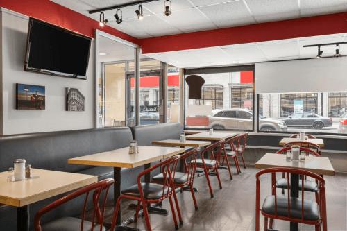 days inn by wyndham ottawa restaurant.png