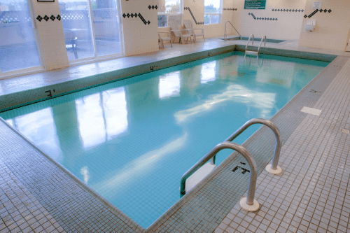sandman hotel quesnel zwembad.png