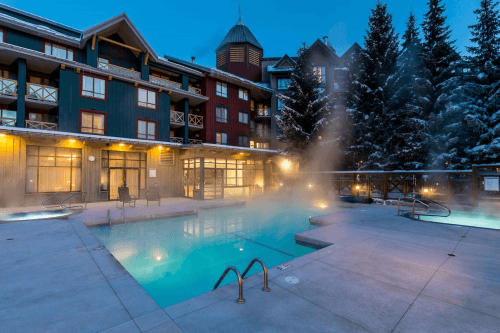 delta hotels by marriott whistler village suites zwembad.png
