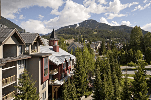 delta hotels by marriott whistler village suites buiten.png