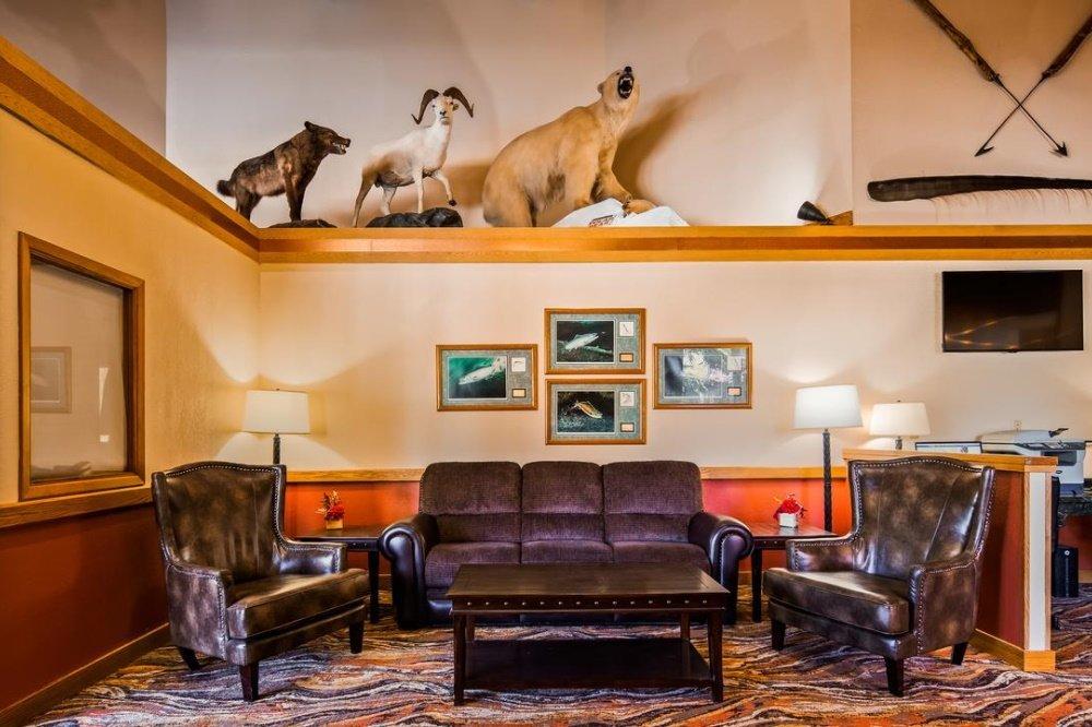 best western lake lucille lounge.jpg