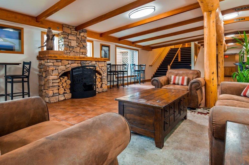 best western valdez harbor inn lounge.jpg