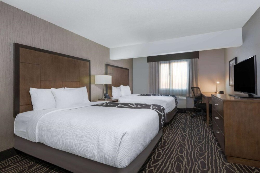 la quinta inn and suites fairbanks kamer.jpg