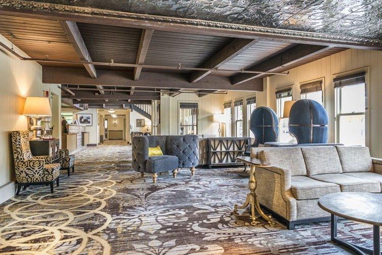 westmark inn skagway lounge.jpg