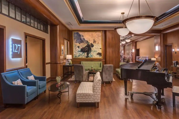 best western baranof hotel lounge.jpg