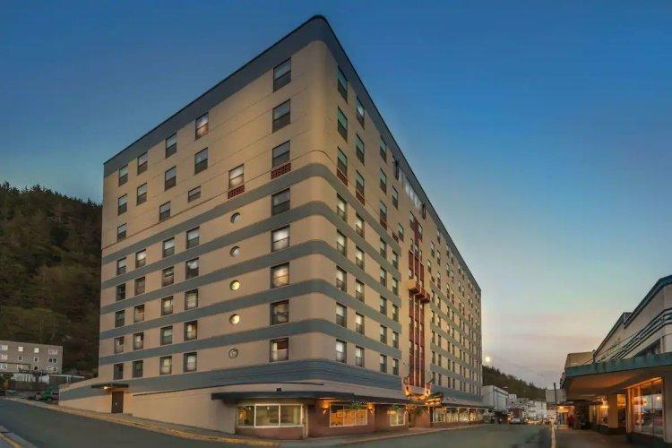 best western baranof hotel buitenkant.jpg