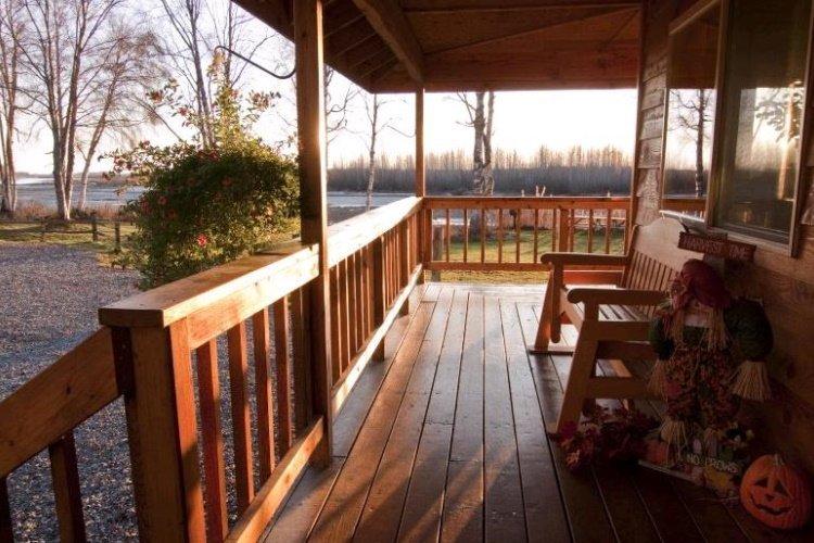susitna river lodge balkon.jpg