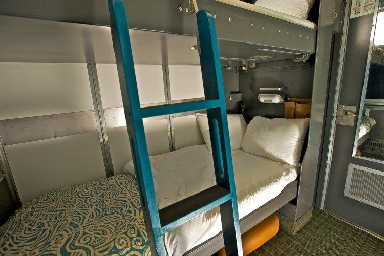 via rail - the canadian 00 via cabin for 2 nacht.jpg