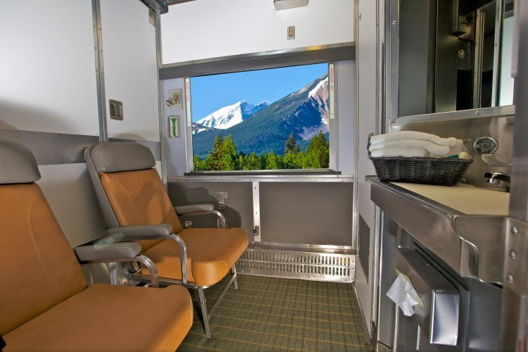 via rail - the canadian 00 via cabin for 2 overdag.jpg