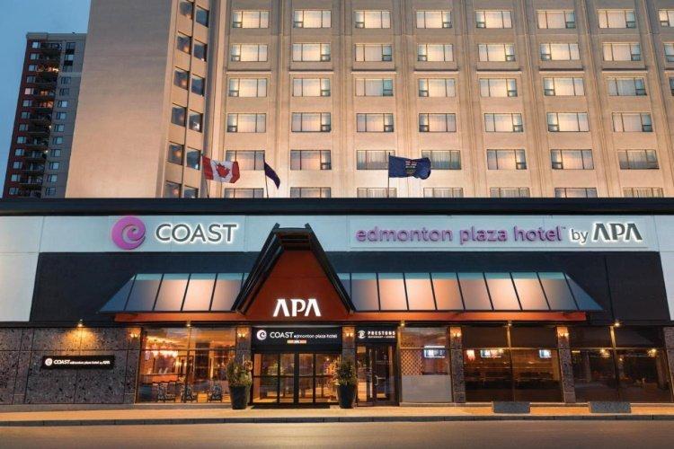 coast edmonton plaza hotel buitenkant.jpg
