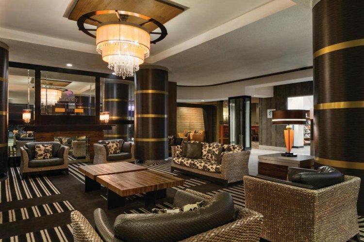 coast edmonton plaza hotel lounge.jpg