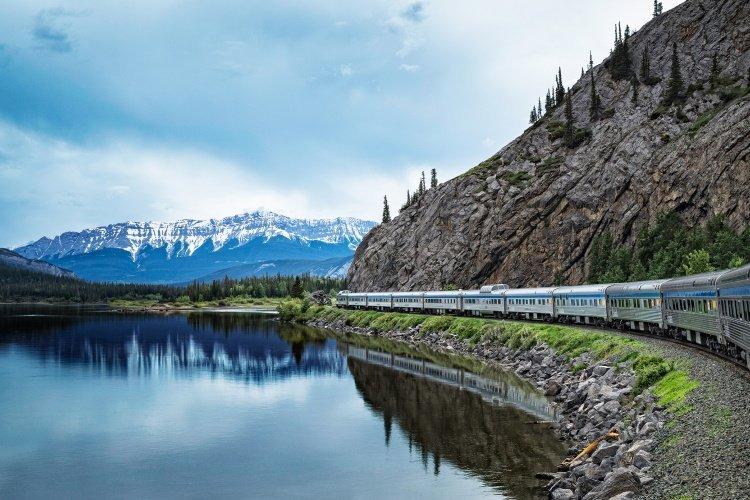 the canadian trein west.jpg
