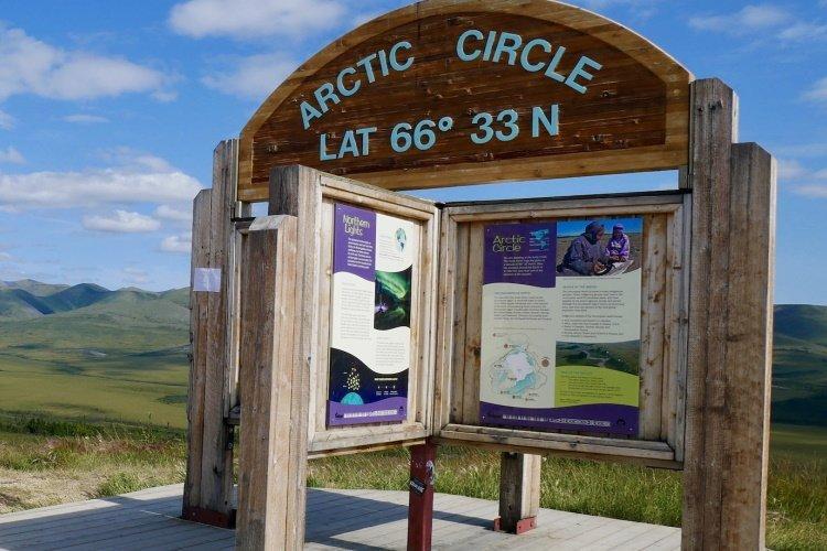 artic circle sign 001.jpg