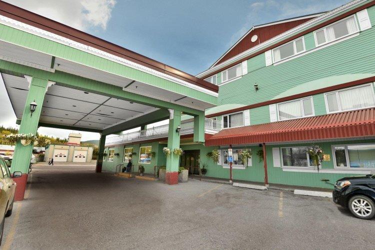 the sternwheeler hotel & conference centre buitenkant.jpg