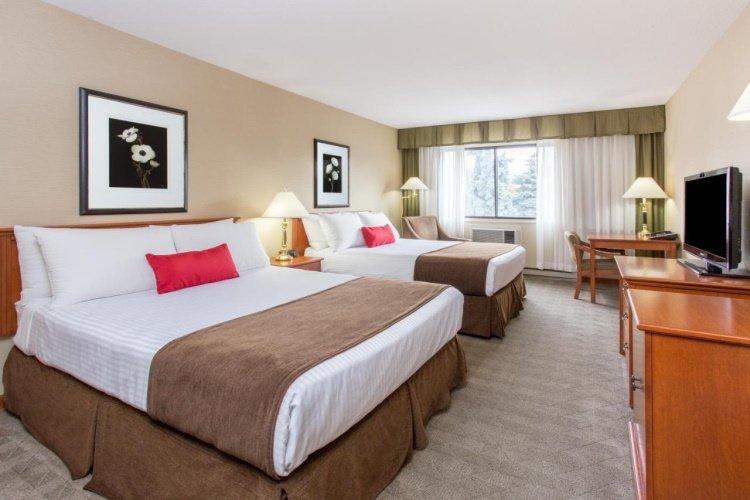 ramada by wyndham kelowna hotel kamer.jpg