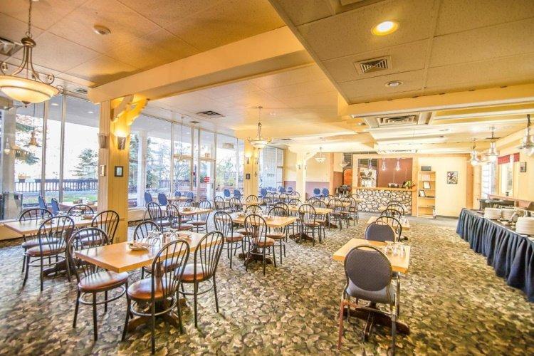 banff voyager inn restaurant.jpg