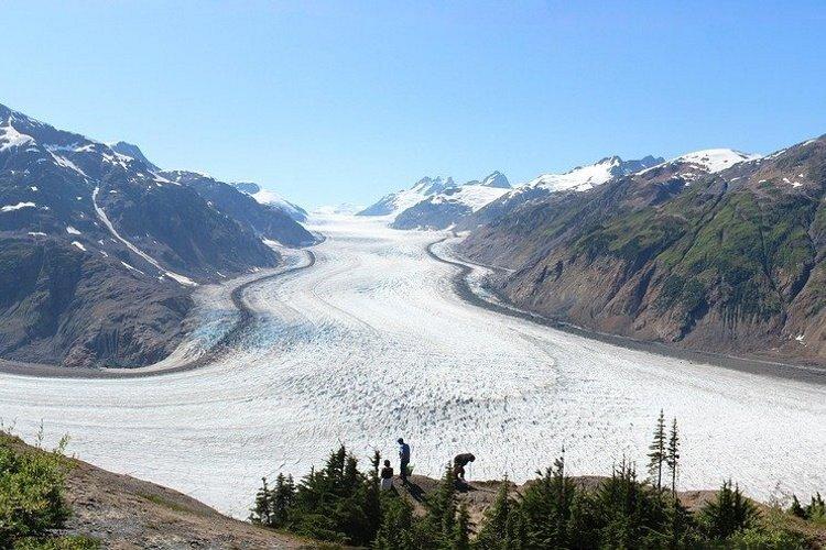 salmon-glacier-1630069_1920-1.jpg