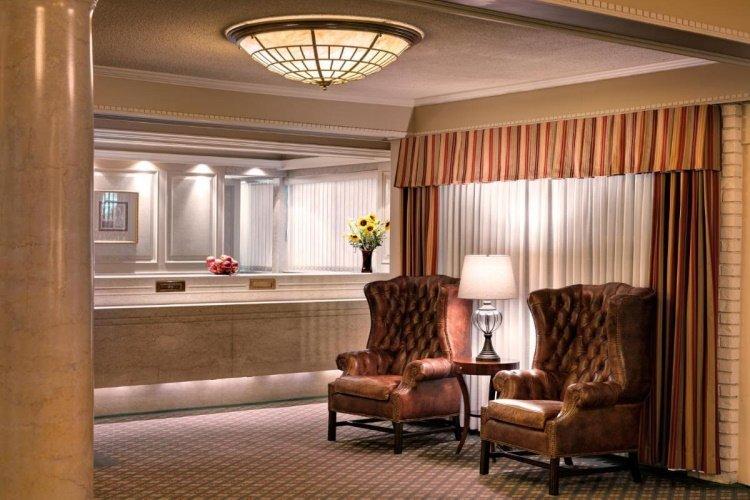 royal scot hotel en suites receptie.jpg