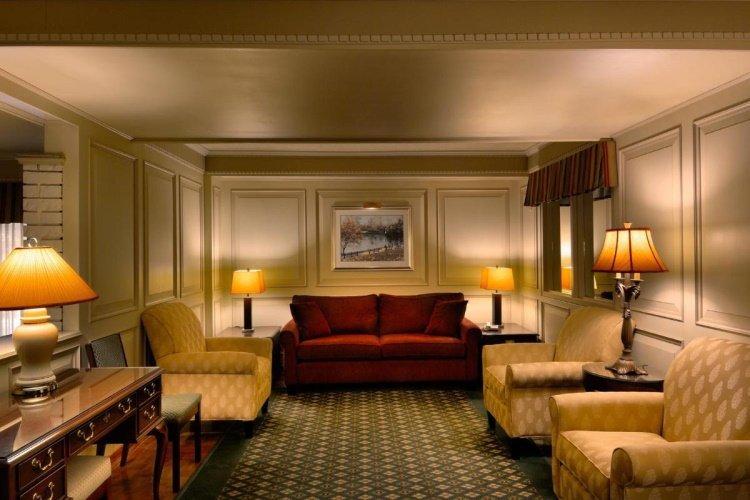 royal scot hotel en suites lounge.jpg