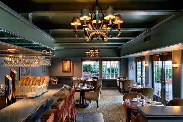 royal scot hotel en suites restaurant bar.jpg