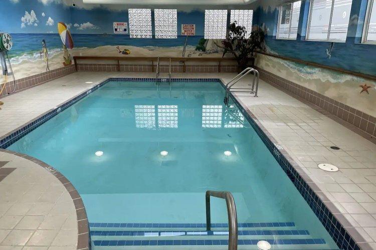 coast abbotsford hotel en suites zwembad.jpg