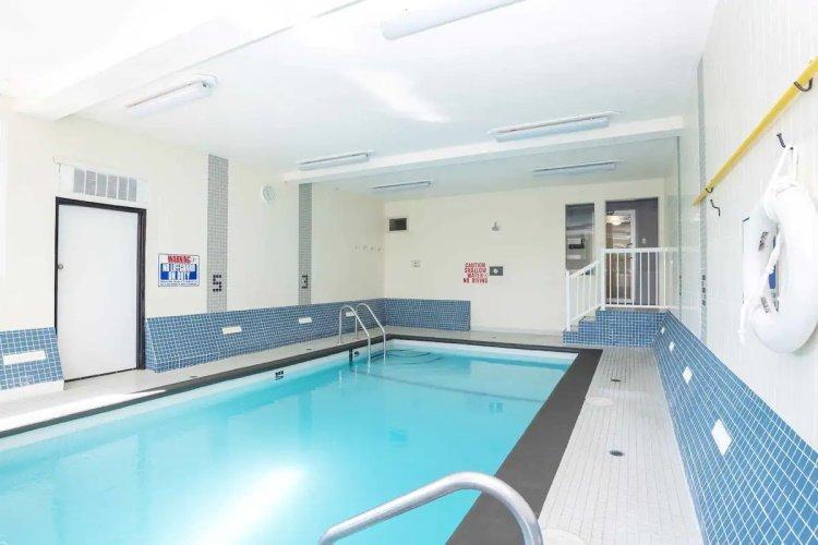 sandman inn & suites prince george binnenzwembad.jpg