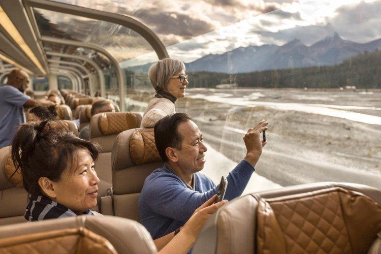 goldleaf 002 rm18_onboard_goldleaf_service_interior-1.jpg