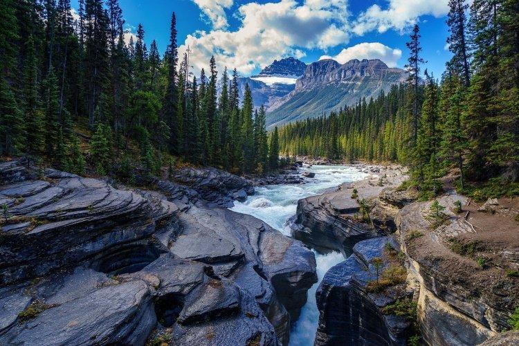 banff river-5765785_1280.jpg