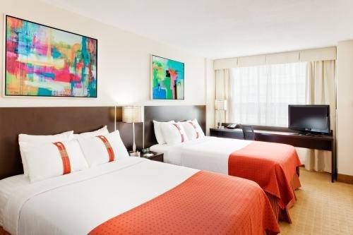 Holiday Inn Toronto 002