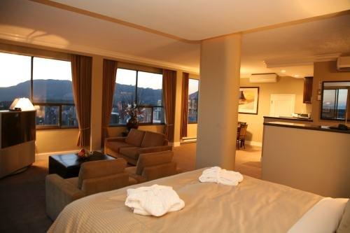 Century Plaza Hotel 003
