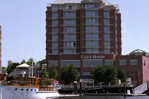 COAST HARBOURSIDE HOTEL AND MARINA 001