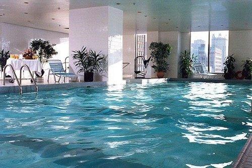 Hotel Gouverneur Place Dupuis pool