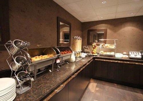 Comfort Suites Conference Centre buffet restaurant