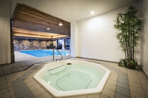 Thompson Hotel & Conference Centre hottub