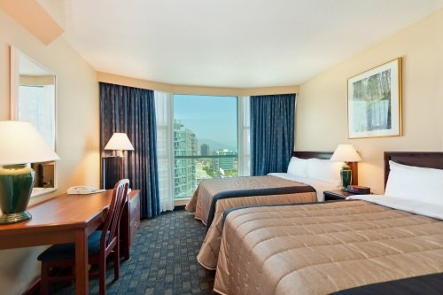 Rosedale on Robson Suite Hotel suite met 2 double beds