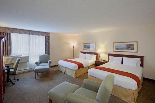Hotel Faubourg Montreal kamer met 2 queen bedden