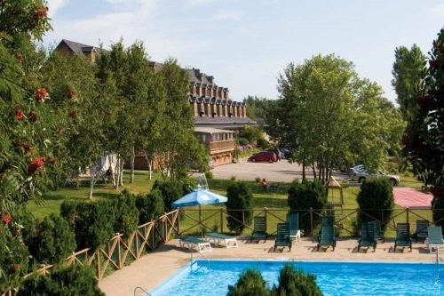 Hotel Cap Aux Pierres zwembad en gebouw