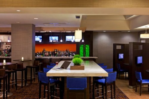 Courtyard by Marriott Toronto bistro bar