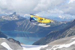 Vliegen over gletsjers en skipistes Whistler