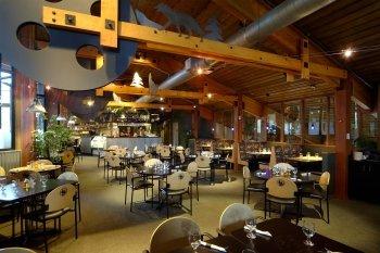 Lake Louise Inn 05.[1]