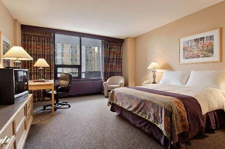 Ramada Hotel Downtown Calgary 03.[1]