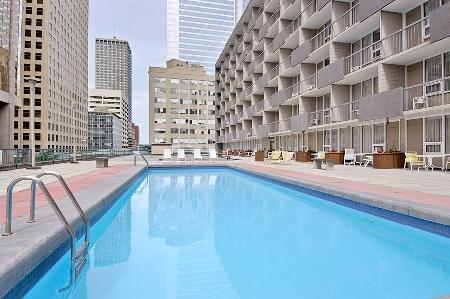 Ramada Hotel Downtown Calgary 04.[1]