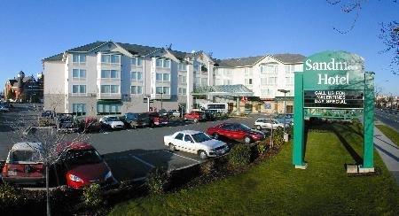 Sandman Hotel & Suites Victoria 01