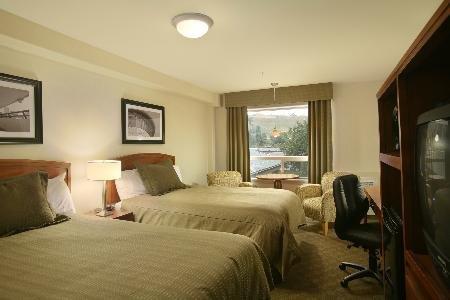 Sandman Hotel Calgary West 03